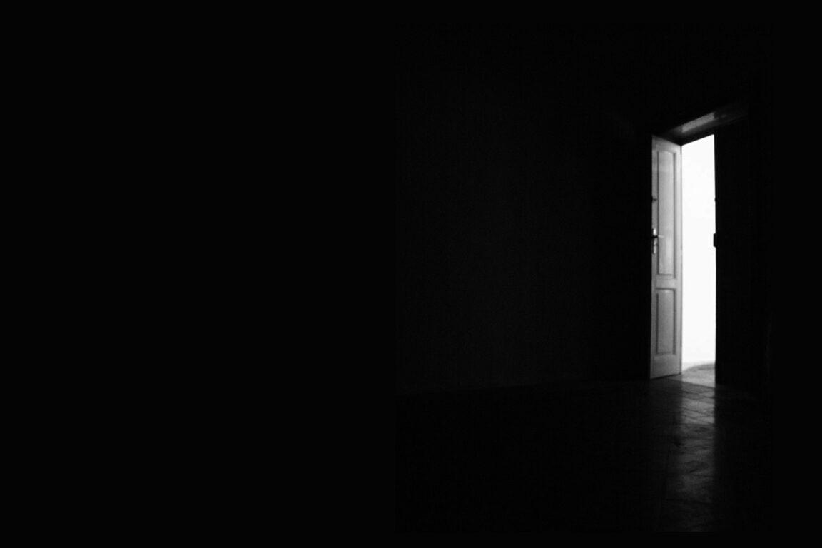 immagine di copertina Il silenzio al buio del teatro