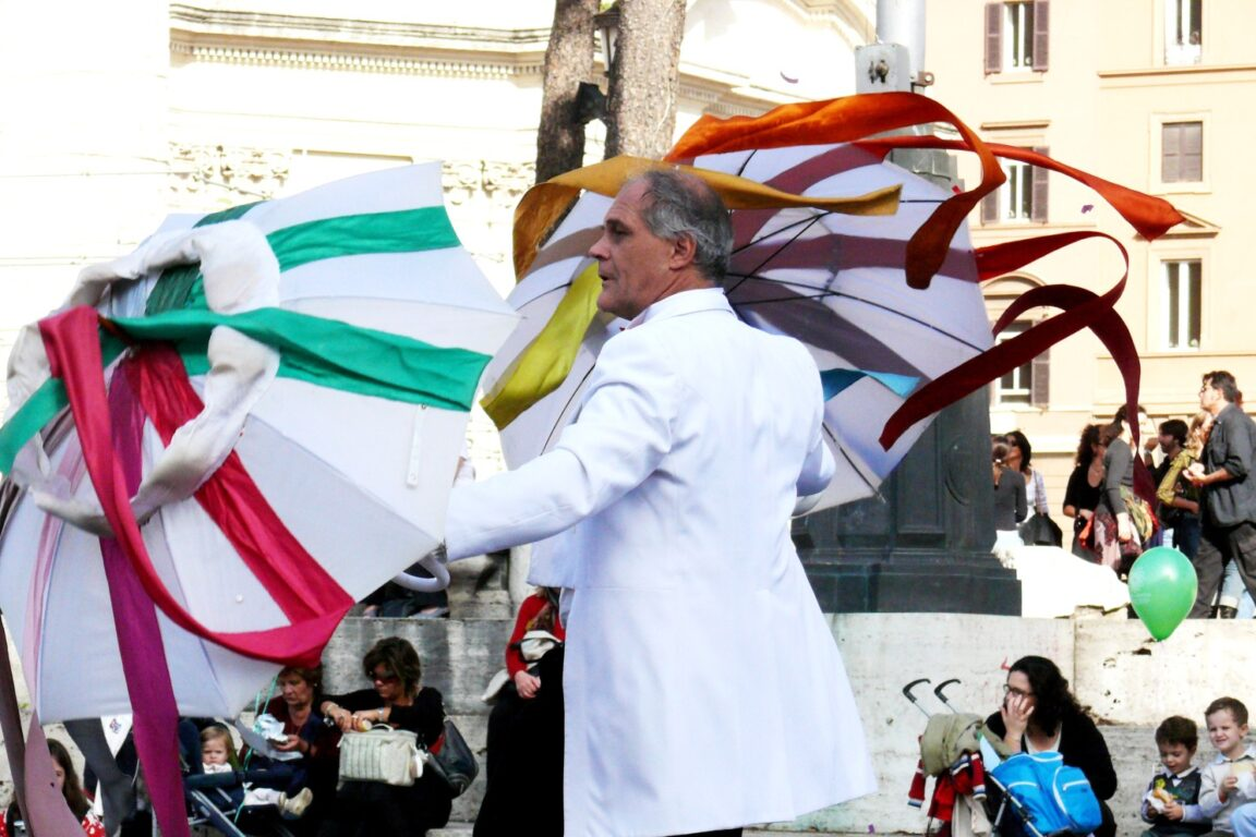 foto La festa dei colori <br>Spettacolo all'aperto su trampoli